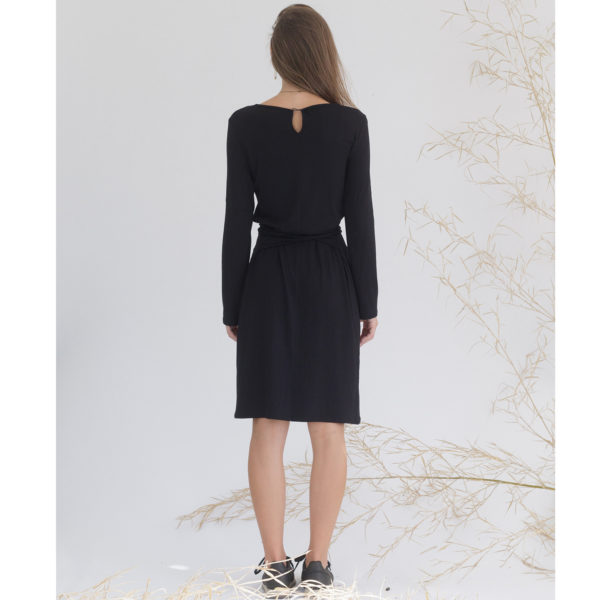 Sustainale black dress, midi length, with belt